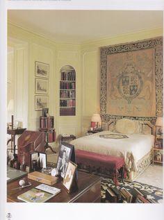 Duke of Windsor bedroom, Paris. - JA Note: I love the corner built in!!!