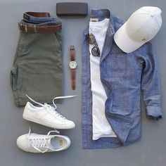 Mens Style Discover stylish man Denim Chambray Button Down - With Mens Green Shorts - Outfit Grid Mode Outfits, Short Outfits, Spring Outfits For Men, Urbane Mode, Mode Shorts, Men's Shorts, Herren Outfit, Outfit Grid, Mode Masculine