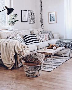 Wohnzimmer im skandinavischen Stil - Gemütliches Wohnzimmer mit dem Ektorp Sofa. Living room Inspiration - Wohnzimmer Ideen und einrichten