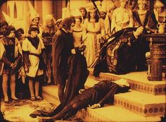 Szene mit Heinz Stieda (vorne, stehend), Asta Nielsen (liegend), Mathilde Brandt (rechts) (Einzelbild aus Nitro-Original)