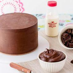 Gluten free dark chocolate mud cake for cake decorating ~ Sweetness & Bite substitute milk for almond or coconut Gluten Free Cakes, Gluten Free Baking, Gluten Free Desserts, Dairy Free Recipes, Baking Recipes, Cake Recipes, Dessert Recipes, Baking Tips, Sweet Recipes