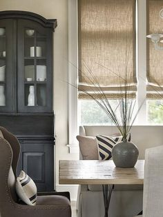 Interior Design by Beth Webb Interiors. Source by Dining Room Hutch. Interior Design by Beth Webb Inte…… Luxury Interior Design, Interior Decorating, Rideaux Design, Dining Room Hutch, Dining Nook, Dining Chairs, Dining Table, Custom Window Treatments, Transitional Window Treatments