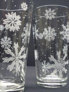 Fiocco di neve 2 pinta occhiali mano incisa di daydreemdesigns, $48.00