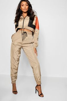 Women - Page 8 - Shiny Sports Sporty Outfits, Cute Outfits, Fashion Outfits, Womens Fashion, Shell Suit, Mein Style, Looks Style, Suits For Women, Aesthetic Clothes