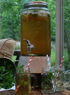 Summer's almost here: Time for some good old-fashioned sun tea and meadow tea - recipes!