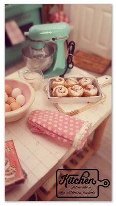 Quiero compartir lo último que he añadido a mi tienda de #etsy: Cinmon rolls 1/12 scale #juguetes #handmade #miniatura #dollhouse #miniature #comida #kitchen #metal #polymerclay