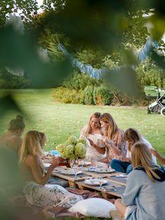 Baby shower - garden party #babyshower #bluebabyshower #gardenparty Picnic Blanket, Outdoor Blanket, Babyshower, Couple Photos, Couples, Garden, Party, Couple Shots, Garten