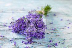 Fotobehang bloem, hout, groen - fresh lavender on wood ▪ Ons leven vereist aanhoudende veranderingen. Laat je niet vervelen en verander je interieur in een handomdraai!
