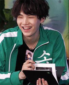 I cant stop watching this gift . I love your gummy smile suga . I cant stop watching this gift . I love your gummy smile suga . Jimin, Min Yoongi Bts, Min Suga, Kim Namjoon, Seokjin, Yoonmin, Vampire, Love You, My Love