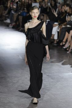 Asymmetrical black evening gown by Zac Polsen @ New York Fashion Week Spring Summer '16 #fashionweek #zacpolsen #rendezvousdelamode #couture #black #sheath #dress #oneshoulder #asymmetrical #drappery #peakaboo