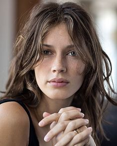 Girl With Brown Hair, Richard Avedon, Web Design, Young And Beautiful, Girl Photography, Bellisima, Girly Things, Girl Hairstyles, Hair Makeup