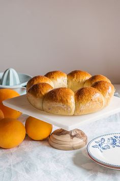 Orange and anise sweet bread on a marble stand with a wooden foot This orange and anise sweet bread has very traditional aromas, most commonly used in the Spanish confectionery. Dessert Bars, Dessert Table, Bread Recipes, Vegan Recipes, Mexican Dinner Recipes, Hispanic Kitchen, Pozole, Polish Recipes, Orange Recipes