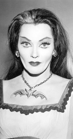 Yvonne De Carlo, Munsters Tv Show, The Munsters, La Familia Munster, Los Addams, Herman Munster, Tv Movie, Lily Munster, Classic Monsters