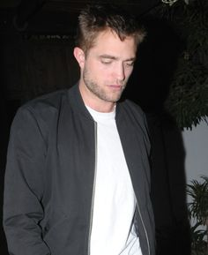 Robert Pattinson Deixando O Restaurante Little Doo...