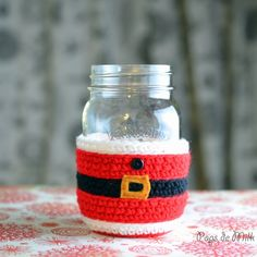 This holiday season protect your hands from hot or cold drinks with this cute Santa Claus Mason Jar Cosy. Crochet pattern on Pops de Milk! thanks so for share xox