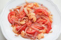 Prawns, tomatoes, Spanish onion plate