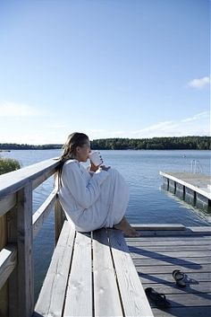 Relaxing at the beach cottage (A Per Gunnarsson Photo)
