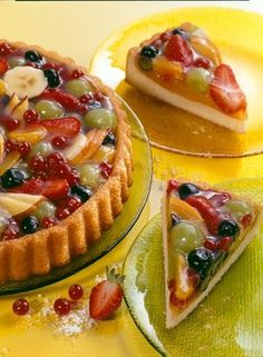 Obsttorte (in German)Grease & flour flan pan. For batter: 125 g soft… Delicious Desserts, Dessert Recipes, Yummy Food, German Baking, German Cake, German Desserts, Austrian Recipes, German Recipes, Almond Cakes