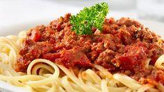 Sadat italialaiskokit valmistivat oikeaoppisen reseptin mukaan pasta bolognesea näyttääkseen ihmisille, kuinka se todella kuuluu tehdä. Lue aito ja oikea resepti alta ja kokeile!