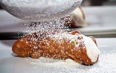 O Pão de Queijo da Sicília - http://superchefs.com.br/o-pao-de-queijo-da-sicilia/ - #AlexandreLeggieri, #BuddyValastro, #Cannoleria, #Cannoli, #Sicilia