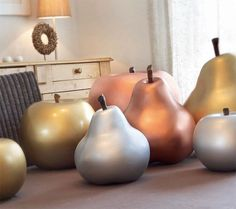 Fruits of Cores Da Terra in the luxurious colors bronze, silver and gold Shops, Bronze, Earth Tones, Pear, Ceramics, Fruit, House Styles, Silver, Gold