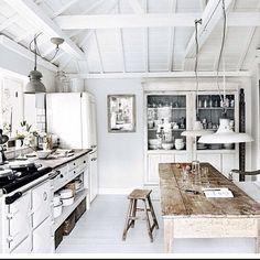 Day light kitchen heaven. #white #light #neutral #contemporary #modern #industrial #inspo #alidaandmiller #Padgram