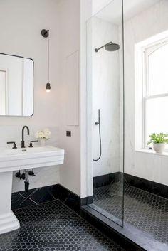 Elizabeth Roberts spatters a Brooklyn family home with sunlight minimal bathroom inspiration - Marble Bathroom Dreams Small Bathroom, Black Bathroom, Black Floor Tiles, Bathroom Interior Design, Bathroom Design, Bathroom Flooring, White Bathroom, Minimal Bathroom, Shower Room