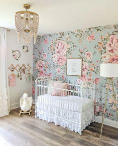 Awesome Floral Bedroom Design Ideas With Wallpaper Theme Vintage Floral Wallpapers, Floral Vintage, Vintage Vibes, Retro Vintage, Floral Bedroom, Floral Nursery, Rose Nursery, Chic Nursery, Nursery Neutral