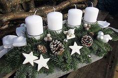 Bild 2 von 3 Winter Christmas, Christmas Wreaths, Christmas Decorations, Table Decorations, Advent Wreath, Diy And Crafts, Room Decor, Album, Christmas Table Centerpieces