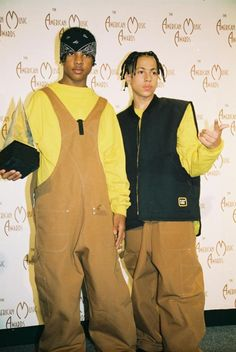Kris Kross Rapper Chris Kelly: DEAD At Age - Sadly, tragic news tonight as it's being reported Kris Kross rapper Chris Kelly has died. Kelly (pictured above on the left) passed away in Atlanta after being found un Hip Hop Outfits, Hipster Outfits, Mode Outfits, Fashion 90s, Hip Hop Fashion, Look Fashion, Celebrities Fashion, 90s Hip Hop, Hip Hop Rap