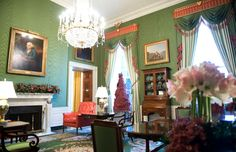 How Past Presidents Have Decorated the White House Melania Trump will soon redecorate the White House, so we decided to look at the past for some home decor inspiration. Take a look at how the White House has been decorated in the past!   This is how the Obama Administration decorated The Green Room, 2009.