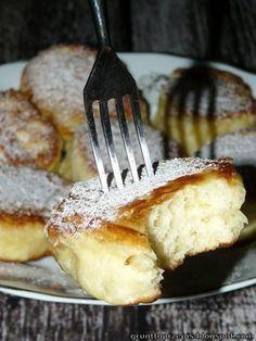 Pulchne, sprężyste, waniliowe - nie można przestać ich jeść! Kolejny weekend i kolejne wspólne pieczenie w ramach Ciasta na niedzielę ...