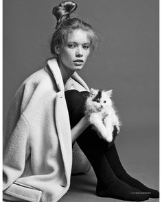 Julia& Feline Moment--There& nothing that makes you go aww, more than a cat. And the latest issue of Scandivinavia S/S/A/W features multiple cats in this shoot starring model Julia Hafstrom. Tumblr Photography, Fashion Photography, Family Shoot, Celebrities With Cats, Cats Tumblr, Ernest Hemingway, Cat People, Alfred Stieglitz, Losing A Dog