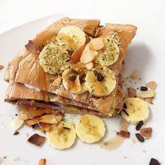 Lanche e pre treino  panqueca de claras com whey de choc e syrup da @mws.pt com banana amendoa laminada e sementes de canhâmo  #healthyfood #healthygirl #healthysnack #healthylifestyle #foco #fitfam #fitspo #fitgirl #patrincar #dieta #projetoverao2016 #emmodovidasaudavel #eatofit #eatclean #eatwell #eathealthy #eusowh #gethealthy #staystrong #cleanfood #instafood #exercise ( # @margaridafaria)