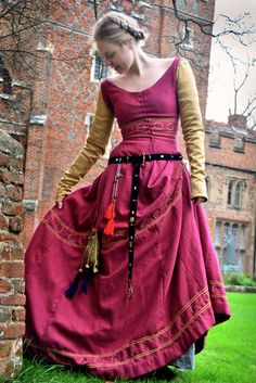 Isabel Northwode Costumes: Very Much Overdue Photos Renaissance Costume, Medieval Costume, Medieval Dress, Medieval Peasant, Medieval Fashion, Medieval Clothing, Steampunk Fashion, Gothic Fashion, Historical Costume