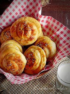 Placinte cu branza sarata Romanian Food, Romanian Recipes, Up Halloween, Pretzel Bites, Pancakes, Food And Drink, Breakfast, Desserts, Pie