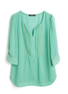 Loving this color and the top is soo cute!
