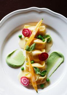 Great plating idea for my homemade ravioli. Image via John Cullen Photographer… Food Design, Food Plating Techniques, Gourmet Recipes, Gourmet Desserts, Gourmet Foods, Sushi Recipes, Fancy Desserts, Healthy Recipes, Plated Desserts