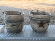 Rope Baskets Cowboy Crafts, Western Crafts, Farm Crafts, Rope Crafts, Western Decor, Western Wreaths, Diy Crafts, Barbed Wire Art, Fabric Bowls