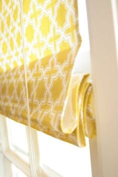 This is brilliant!!!! From Homemade Ginger: DIY Roman Shades Using Mini Blinds