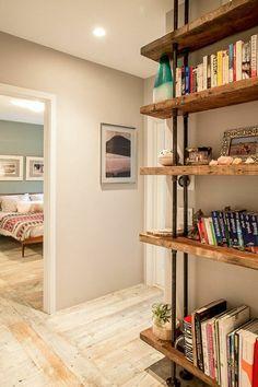 meubles en bois brut, étagère en bois brut et fer