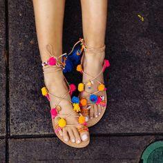 Sandales lacets et pompons