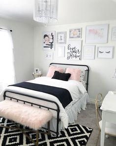 Jugendzimmer Set Ideen In Weiß Schwarz Und Hellrosa Bettdesign Traumteppich  Auf Dem Boden In Den Farben