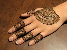 Modern Mehndi Designs for Hands By Henna CKG - Fashion Basic Mehndi Designs, Back Hand Mehndi Designs, Henna Designs Feet, Finger Henna Designs, Mehndi Designs For Girls, Mehndi Designs For Beginners, Mehndi Designs For Fingers, Wedding Mehndi Designs, Latest Mehndi Designs