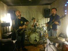 The Verytones en el local de ensayo.