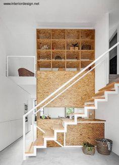 Escalera interior a la planta alta mueble integral OSB