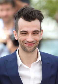 Jay at the How to Train Your Dragon 2 Photocall in Cannes Film Festival on BIG smiley. Jonathan Adams, Jay Baruchel, Dragon 2, How To Train Your Dragon, Cannes Film Festival, Smiley, Big, Character, Httyd