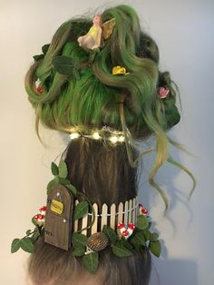More Crazy fairy house hair! More Crazy fairy house hair! Crazy Hair For Kids, Crazy Hair Day At School, Crazy Hat Day, Crazy Hats, Hat Hairstyles, Little Girl Hairstyles, Pretty Hairstyles, Wacky Hair Days, Piel Natural