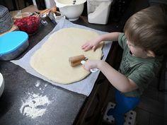 Nadýchaný jahodový koláč s tvarohem a drobenkou   Recept   Uvařsisám.cz Plastic Cutting Board