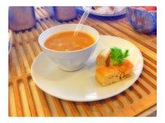 Zuppa di cereali legumi e cipolle con focaccia ligure dorata al forno..spori di una tavola rustica!!